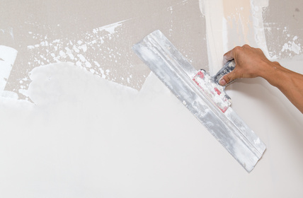 Putz - und Spachtel Arbeiten auf einer Gipskarton Wand. Maler Malermeister Trockenbau Renovierung